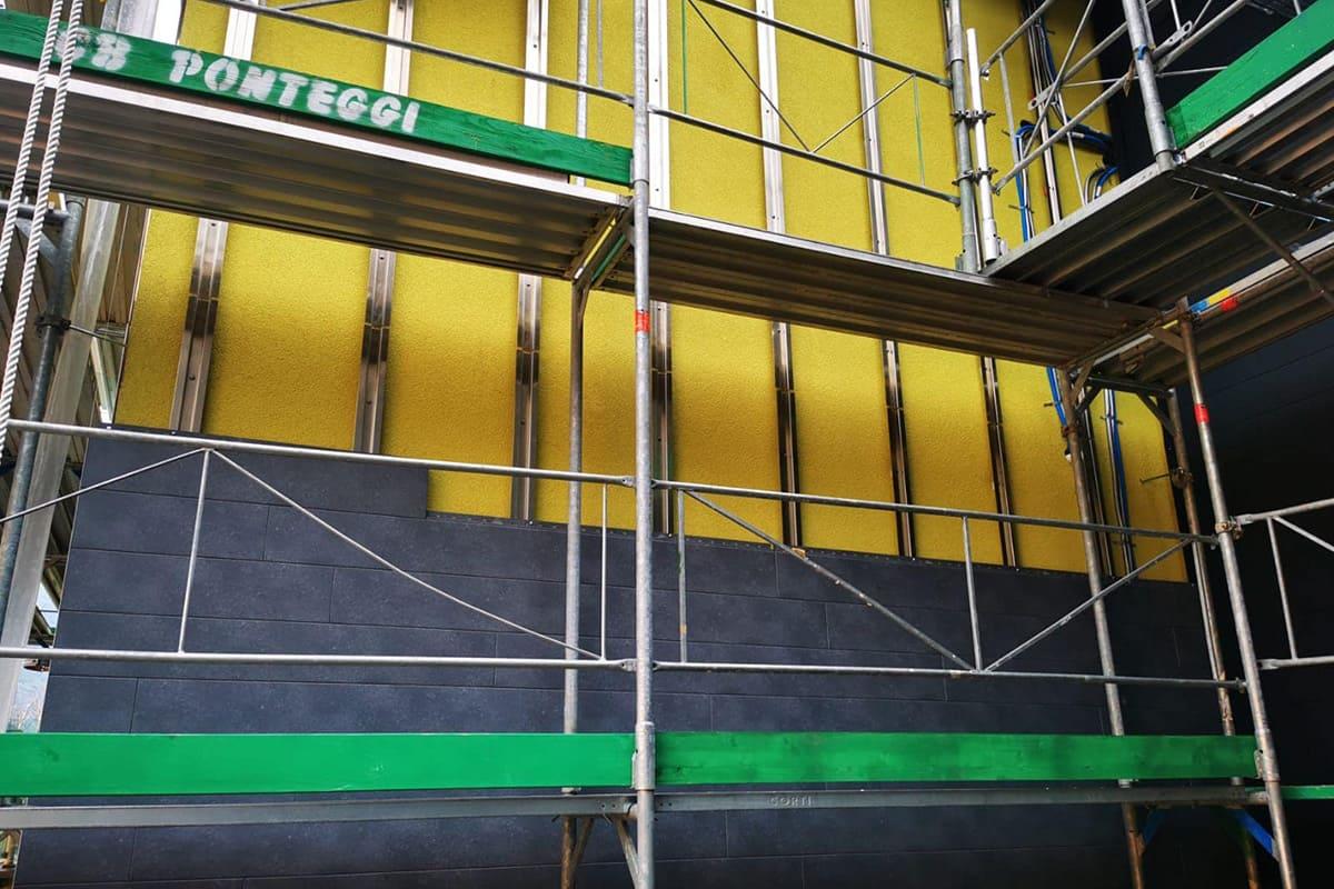 Lavorazione facciata ventilata